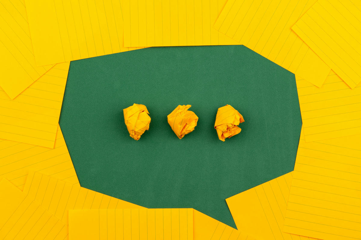 A green and yellow paper speech bubble to remind that commenting is part of writing LinkedIn articles